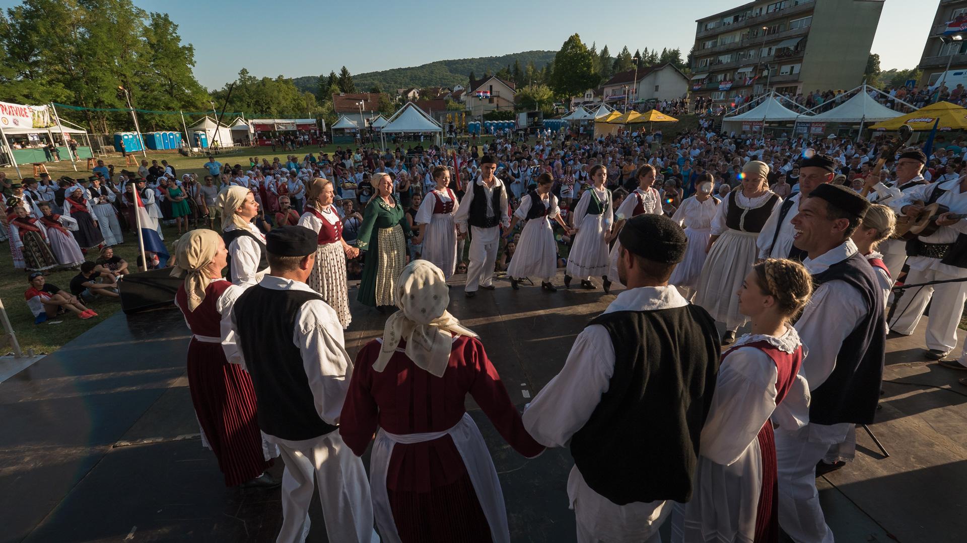 LokalnaHrvatska.hr Slunj KULTURNI PROGRAM POVODOM DANA POBJEDE, DANA DOMOVINSKE ZAHVALNOSTI I DANA HRVATSKIH BRANITELJA 5. 8. 2017. - FOTOGALERIJA